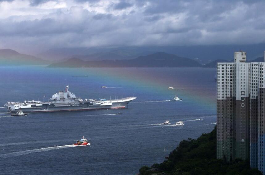 辽宁舰航母编队抵达香港