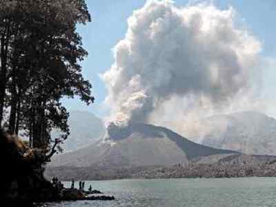辽宁日报 分享至: 分享  印度尼西亚巴厘岛上的阿贡火山21日下午开始